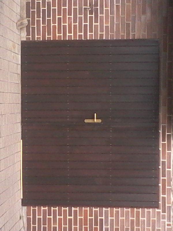 dvoukřídlá vrata potom